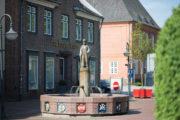 Fredy Neumann und Auszubildende: Zunftbrunnen
