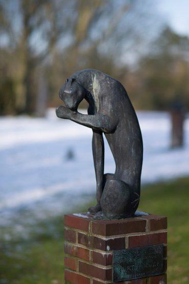Hans Martin Ruwoldt: Sich leckender Gepard, (Foto: KUNST@SH/Jan Petersen, 2018)