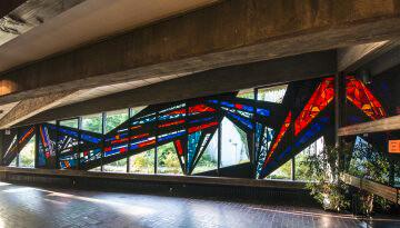 Ernst Günter Hansing: Bleiglasfenster im Eivind-Berggrav-Zentrum, (Foto: KUNST@SH/Jan Petersen)