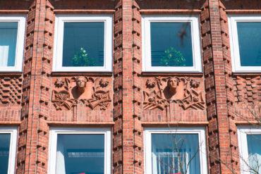 Franz Schweighofer: Figurenfassade Gewerkschaftshaus, (Foto: KUNST@SH/Jan Petersen, 2017)