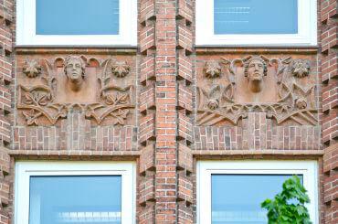Franz Schweighofer: Figurenfassade Gewerkschaftshaus, (Foto: KUNST@SH/Jan Petersen)
