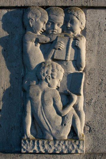 Reliefs an der alten Fröbelschule Kiel, (Foto: KUNST@SH/Jan Petersen)