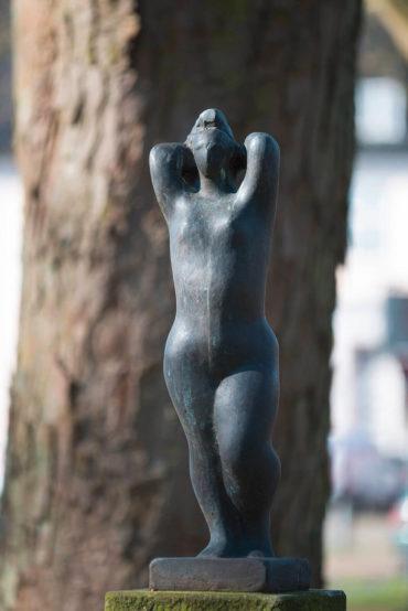 Hans Martin Ruwoldt: Stehende mit erhobenen Armen, (Foto: KUNST@SH/Jan Petersen, 2017)