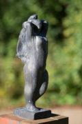 Hans Martin Ruwoldt: Stehende mit erhobenen Armen