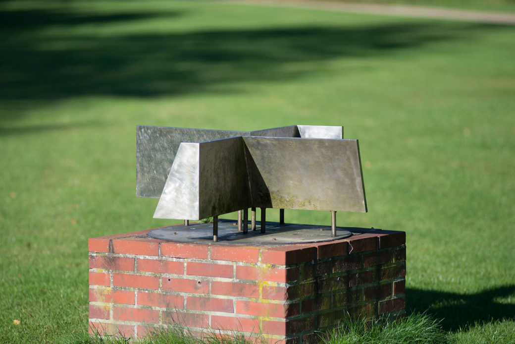 Hans Otto Lehnert: Bodenskulptur, (Foto: KUNST@SH/Jan Petersen)