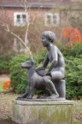 Karin Hertz: Junge mit Hund