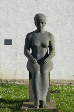 Klaus Kütemeier: Sitzende weibliche Gewandfigur