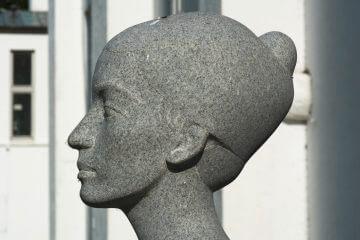 Klaus Kütemeier: Stehende weibliche Gewandfigur, (Foto: KUNST@SH/Jan Petersen)