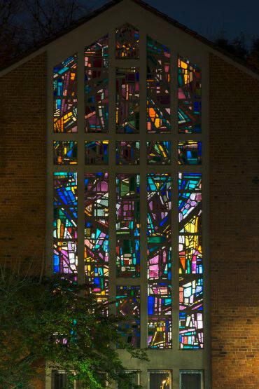 Dagmar Schulze-Roß: Altarfenster der Bugenhagenkirche Kiel, (Foto: KUNST@SH/Jan Petersen)