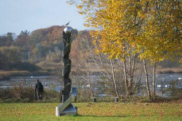 Volkmar Haase: Stele mit Kugelkopf, (Foto: KUNST@SH/Jan Petersen, 2016)